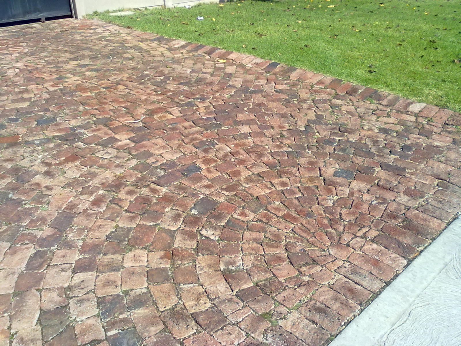 Paving a driveway in cobble