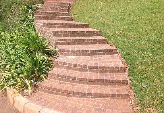 Paving steps in nutmeg