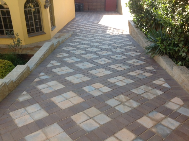 paving with flagstones and clay