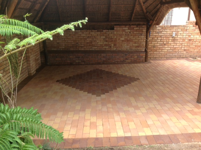 Cederberg paving with nutmeg insert