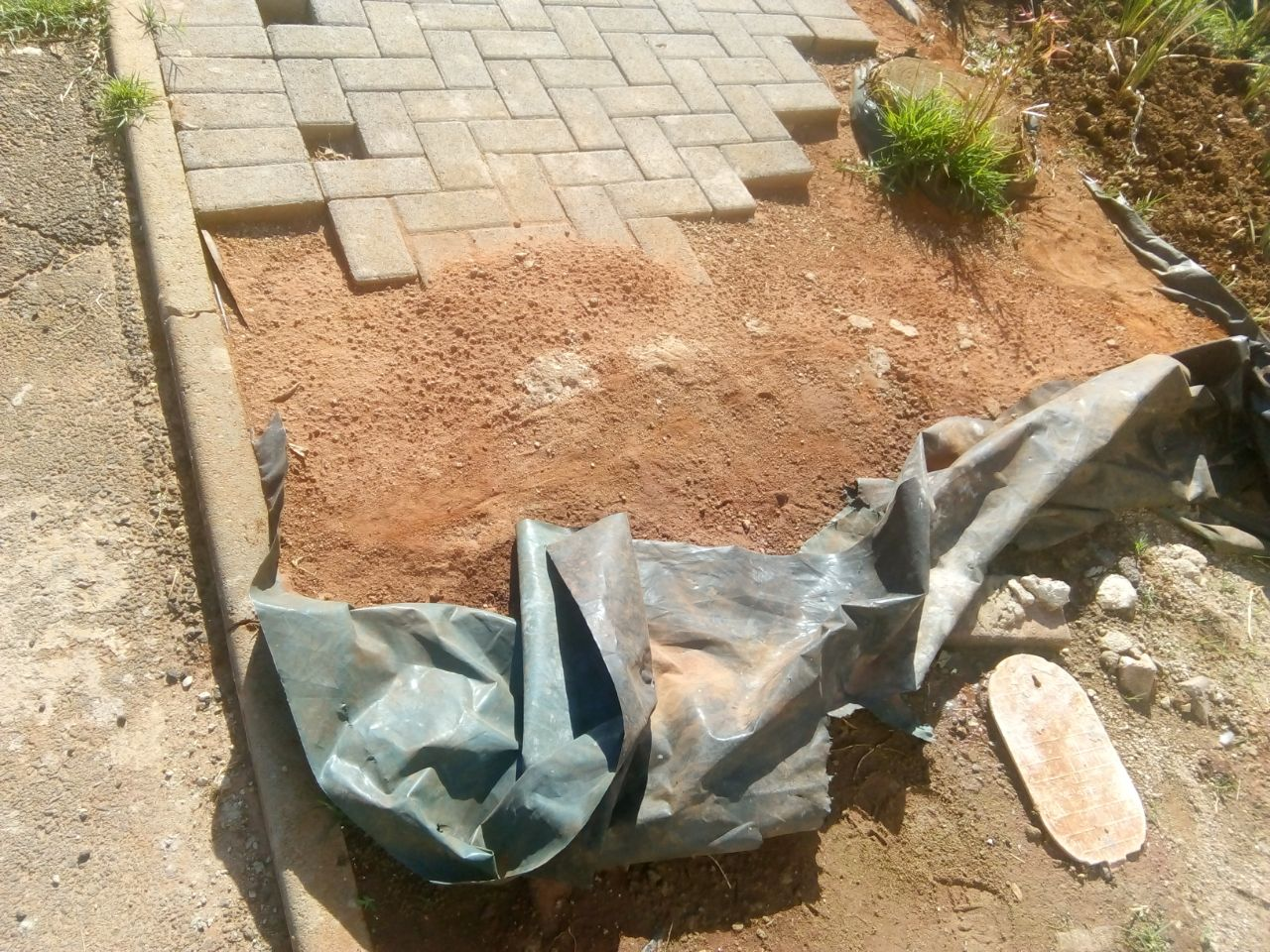 never use plastic sheets under your paving.